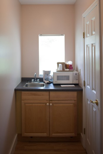 SMALL NOOK WITH A SINK AND KITCHEN THINGS